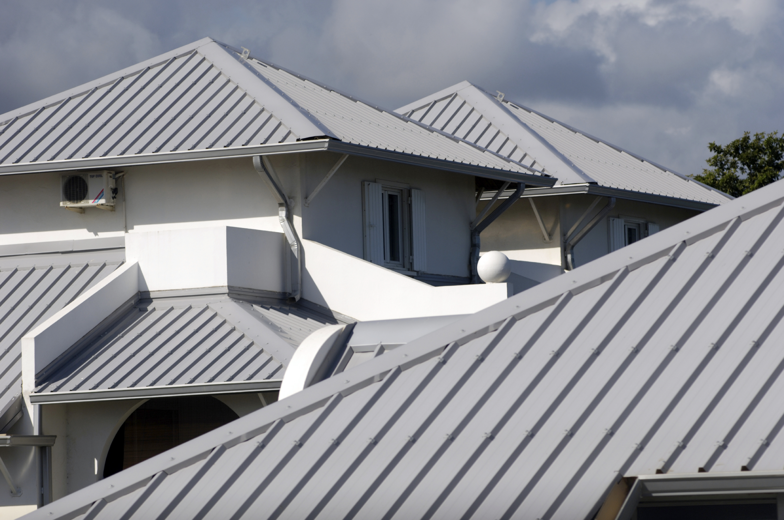 Cool metal roofs are a hot option for homes central for Homes with metal roofs photos